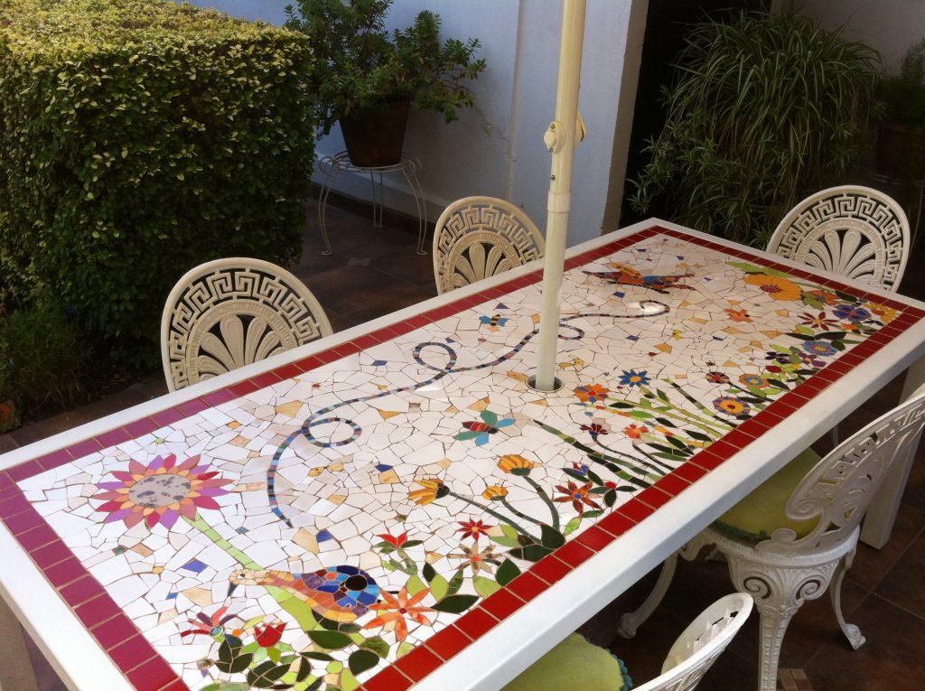 Mesa huerta taller mosaik for Mesa mosaico jardin